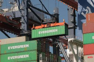 Container unloading process in a port